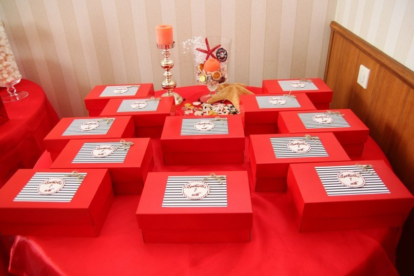 """""""Pirates"""" birthday party, table for gifts"""