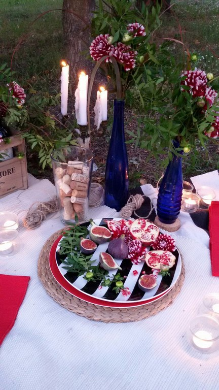 Picnic setting decoration