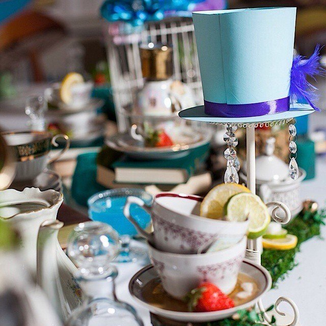 """""""Alice in Wonderland"""" birthday party, table decorations"""