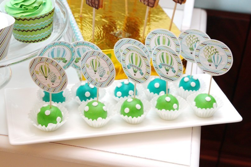 """""""Young Traveller"""" birthday party, candy bar details"""