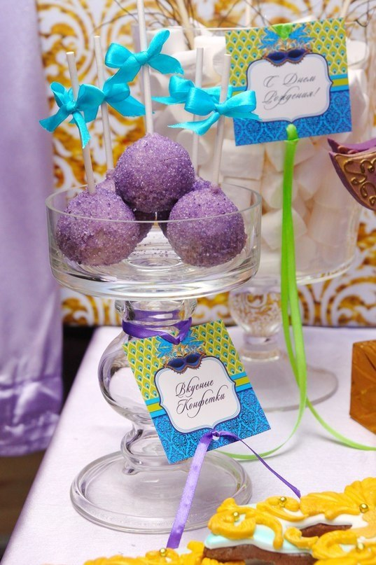 """""""Venetian Mask"""" party, candy bar details"""