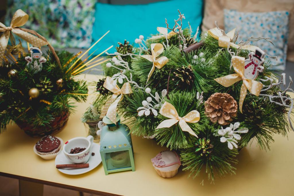 Coffee shop Christmas decorations details
