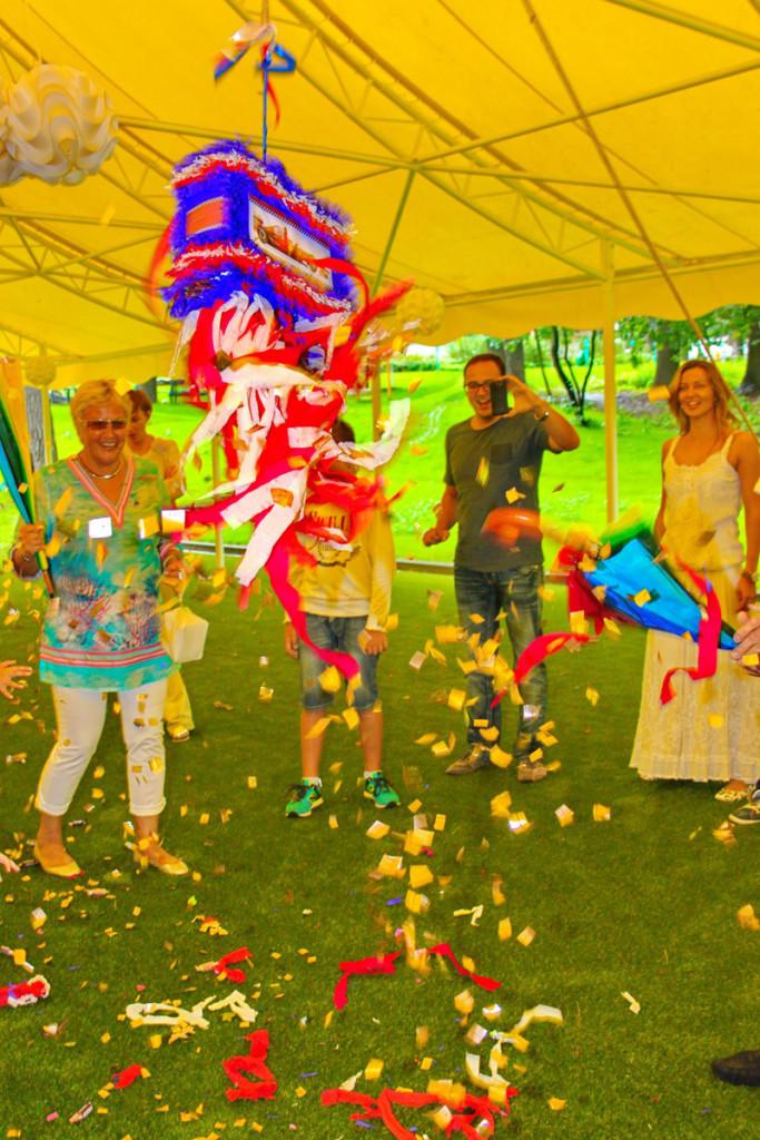 """""""Racing"""" party. Piñata"""