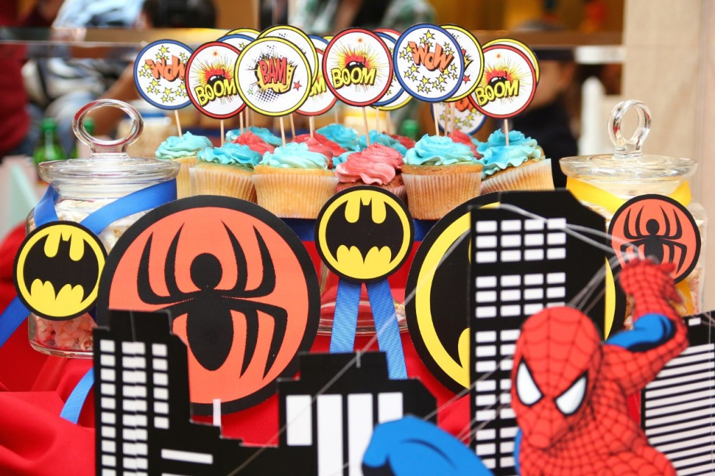 """""""Superheroes"""" party, candy bar details"""